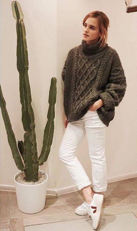 La actriz Emma Watson con zapatillas ecológicas de la marca Veja.