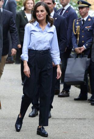 La reina Letizia durante la visita a Mual.