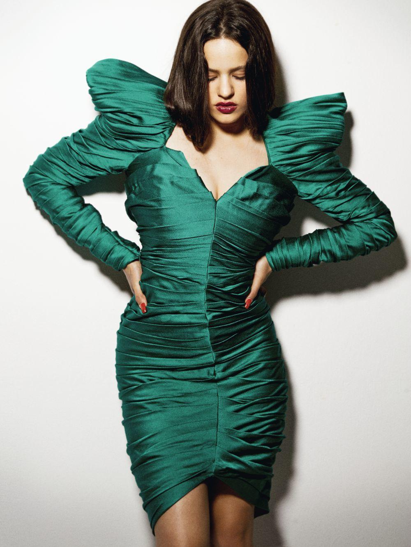 Vestido drapeado con volumen en los hombros, Gucci.
