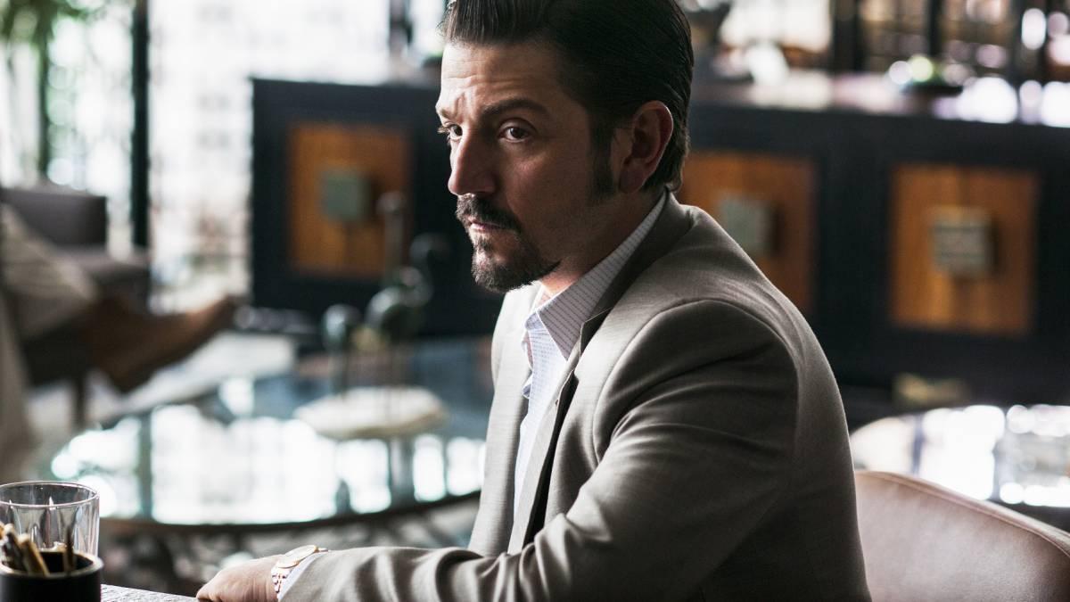 El actor Diego Luna interpreta a un agente estadounidense de la DEA...