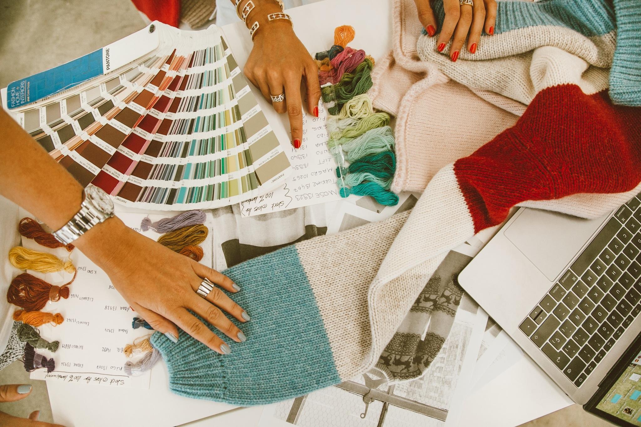 Alexandra Pereira preparando su colección.