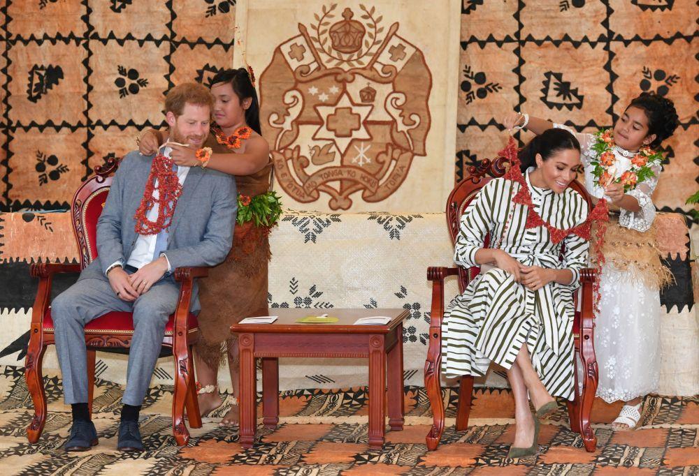 Los Duques de Sussex en su visita a Tonga.