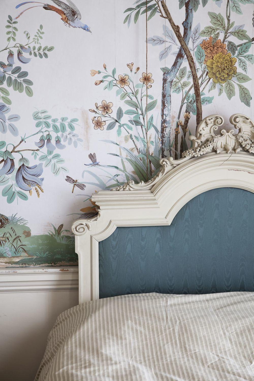 Detalle de uno de los dormitorios de Knebworth House, donde vive la...