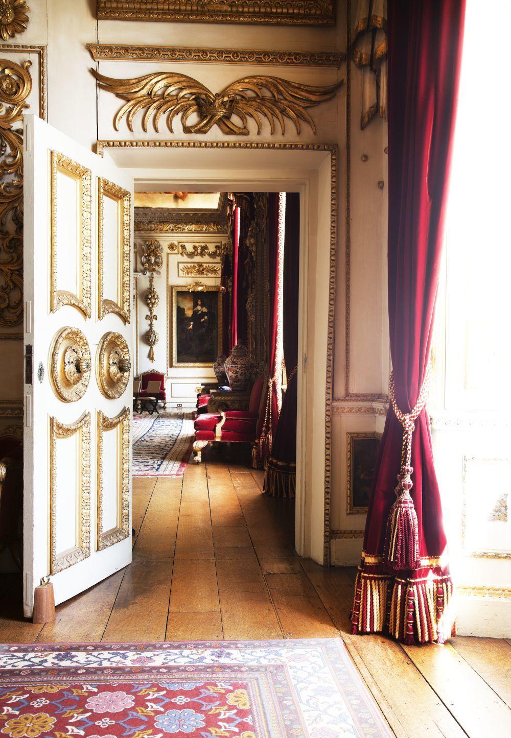 Una de las imponentes puertas de Wilton House.