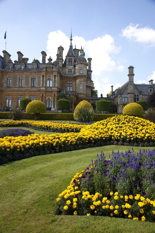 Waddesdon Manor es un palacio de estilo francés rodeado  de un gran...