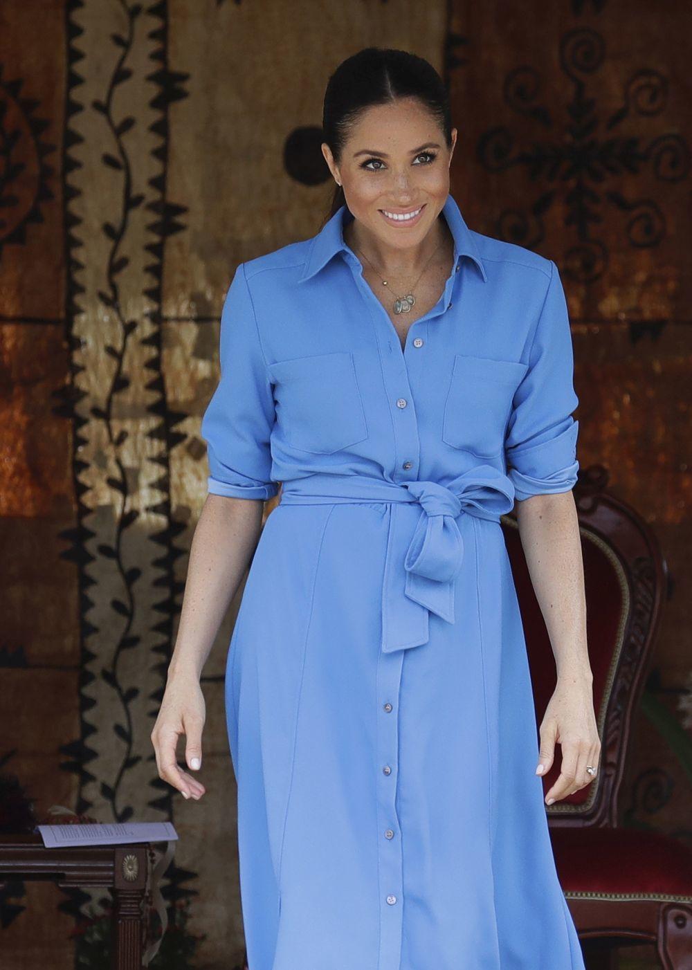 La Duquesa de Sussex con vestido camisero de Veronica Bread.