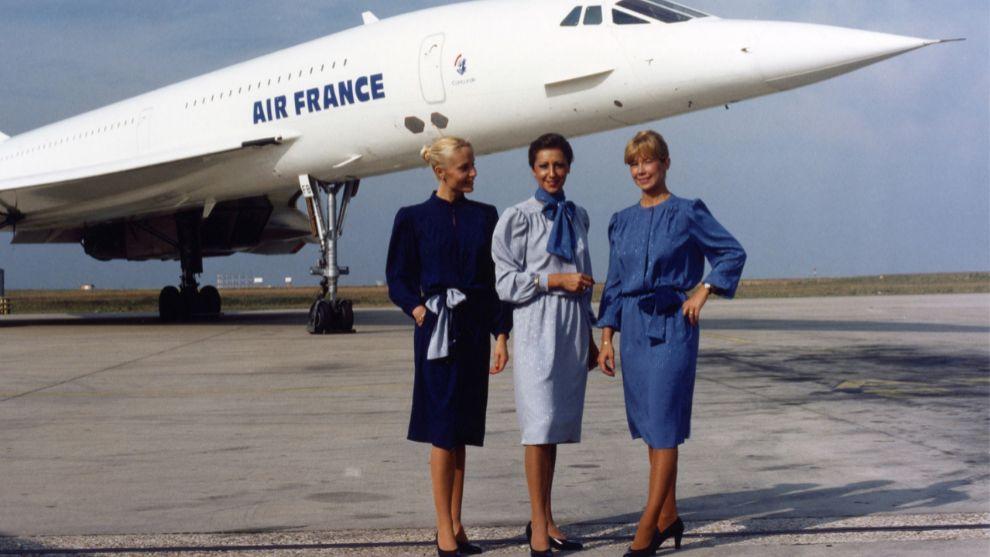 Azafatas delante del Concorde.