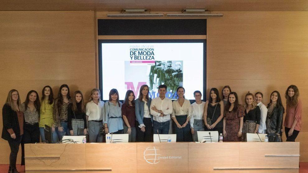 Imagen de las alumnas junto al equipo de ponentes en el primer día de...