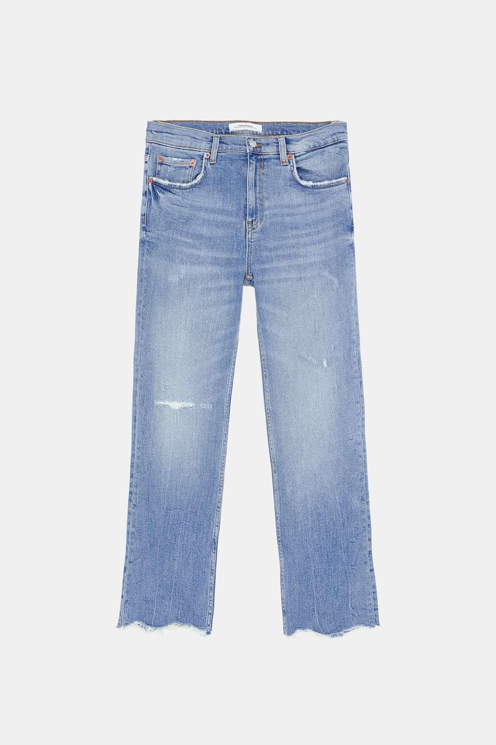 Jeans de tiro alto con efecto lavado, de Zara (29,95 euros).