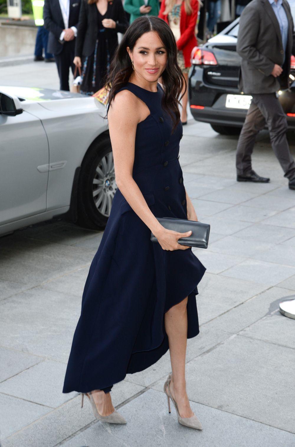 Meghan Markle con vestido azul de Antonio Berardi.