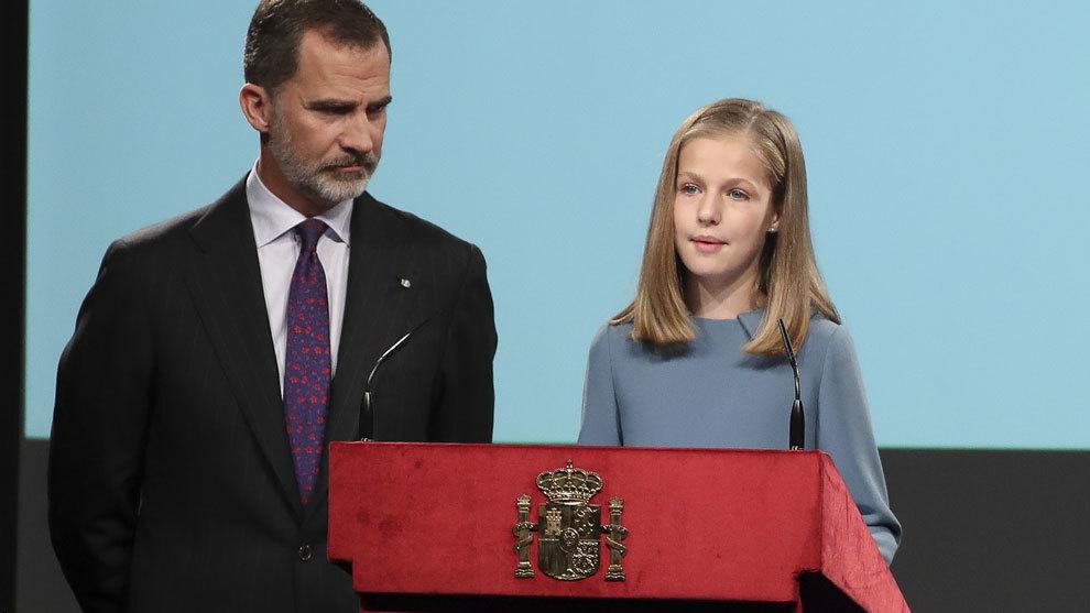 Leonor de Borbón lee el artículo 1 de la Constitución española...