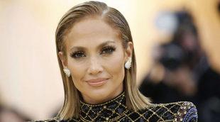 Jennifer Lopez con su melena long bob hace unos meses en la gala MET.