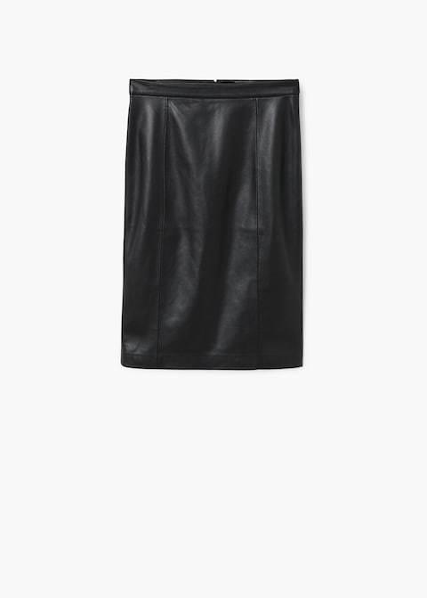Falda negra de polipiel de Mango. Precio 25,99 euros.
