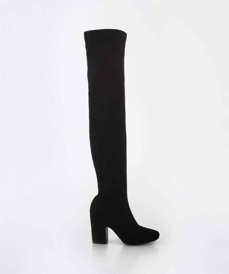 Botas de caña alta negras de ante de Mary Paz. Precio 39,99 euros.