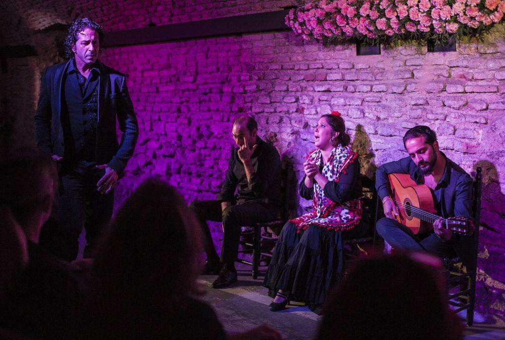 Museo del Baile Flamenco de Sevilla con la actuación del grupo de...