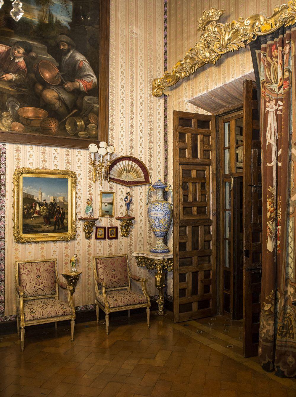 Detalle del interior del Palacio de las Dueñas, perteneciente a la...