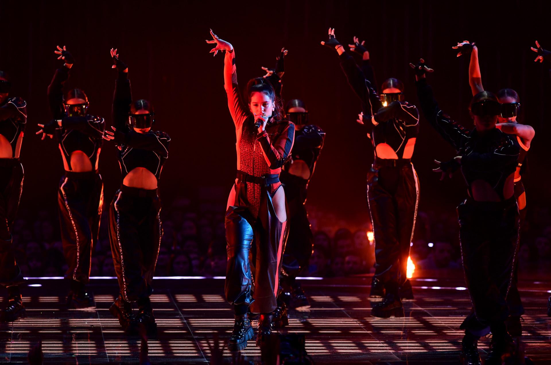Rosalía en su actuación en los MTV Europe Music Awards 2018