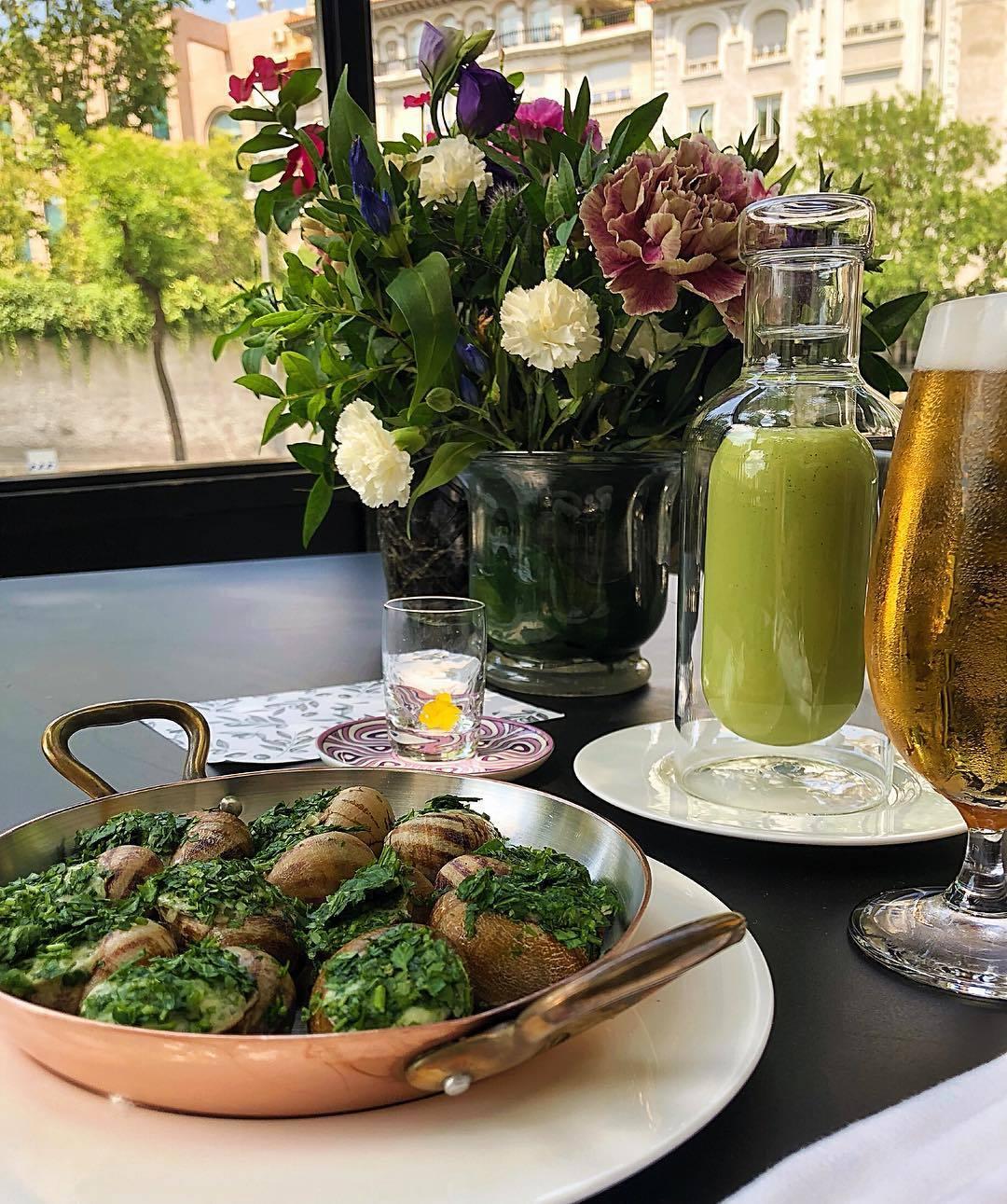 Plato de escargots de  restaurante Beker 6