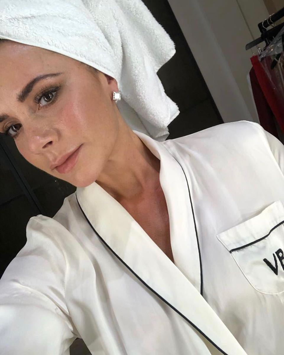 Victoria Bekham sabe como mantener su piel tersa e hidratada.
