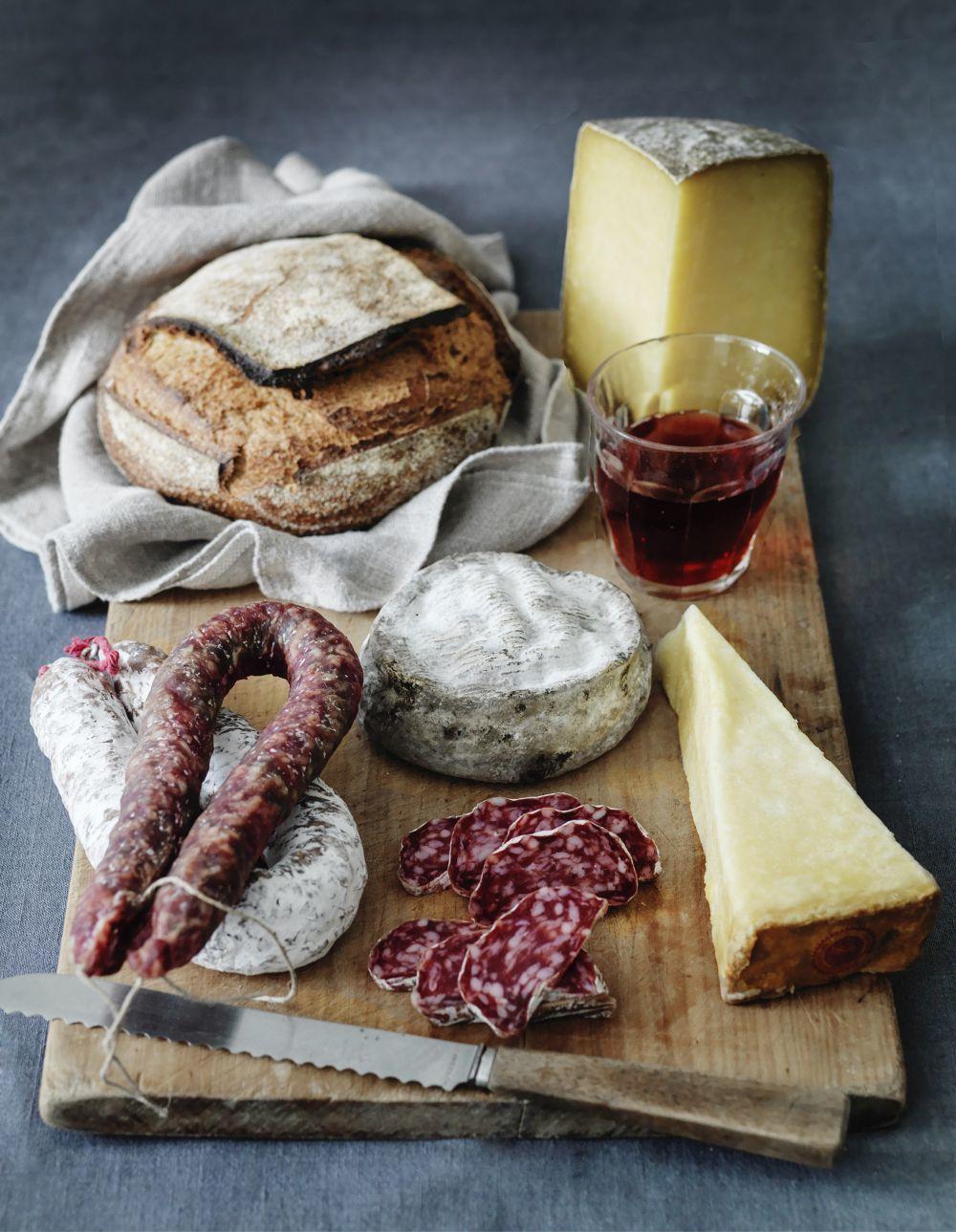 Disfruta de la espectacular gastronomía de Aveyron, especialmente el...