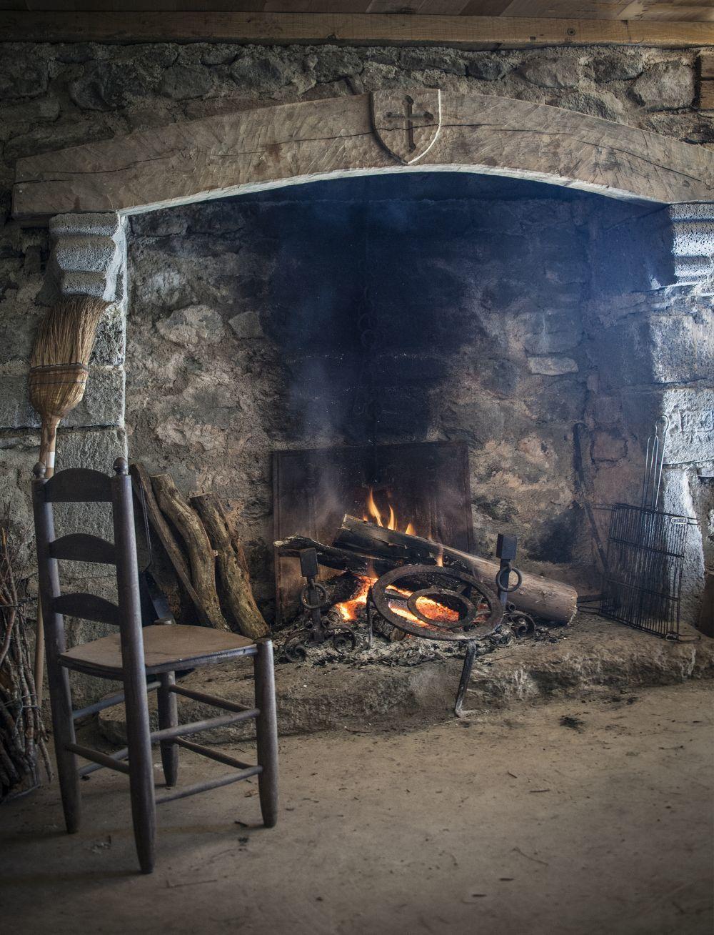 Interior de un buron (cabaña de pastor en Aubrac).