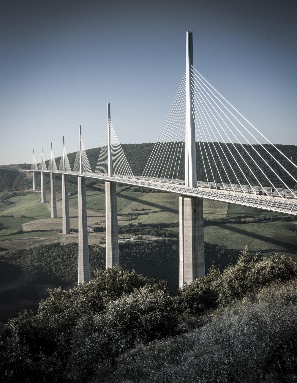 El viaducto de Millau es el puente más alto de Europa y lleva el...