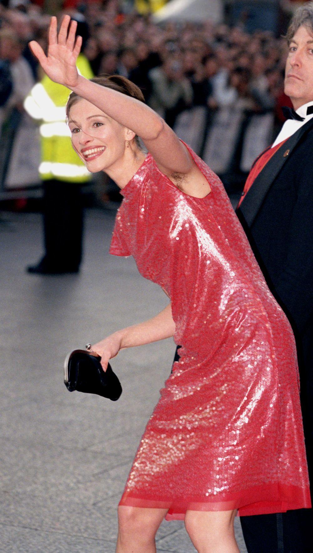 La actriz Julia Roberts con las axilas sin depilar en el estreno de...