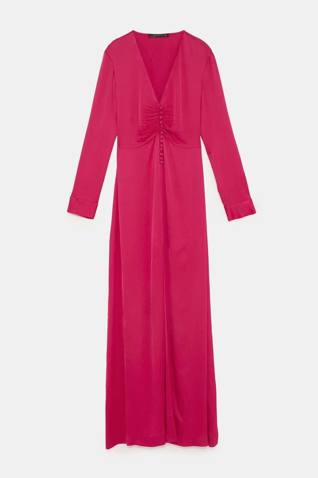 Vestido largo fucsia, de Zara (69,95 euros).