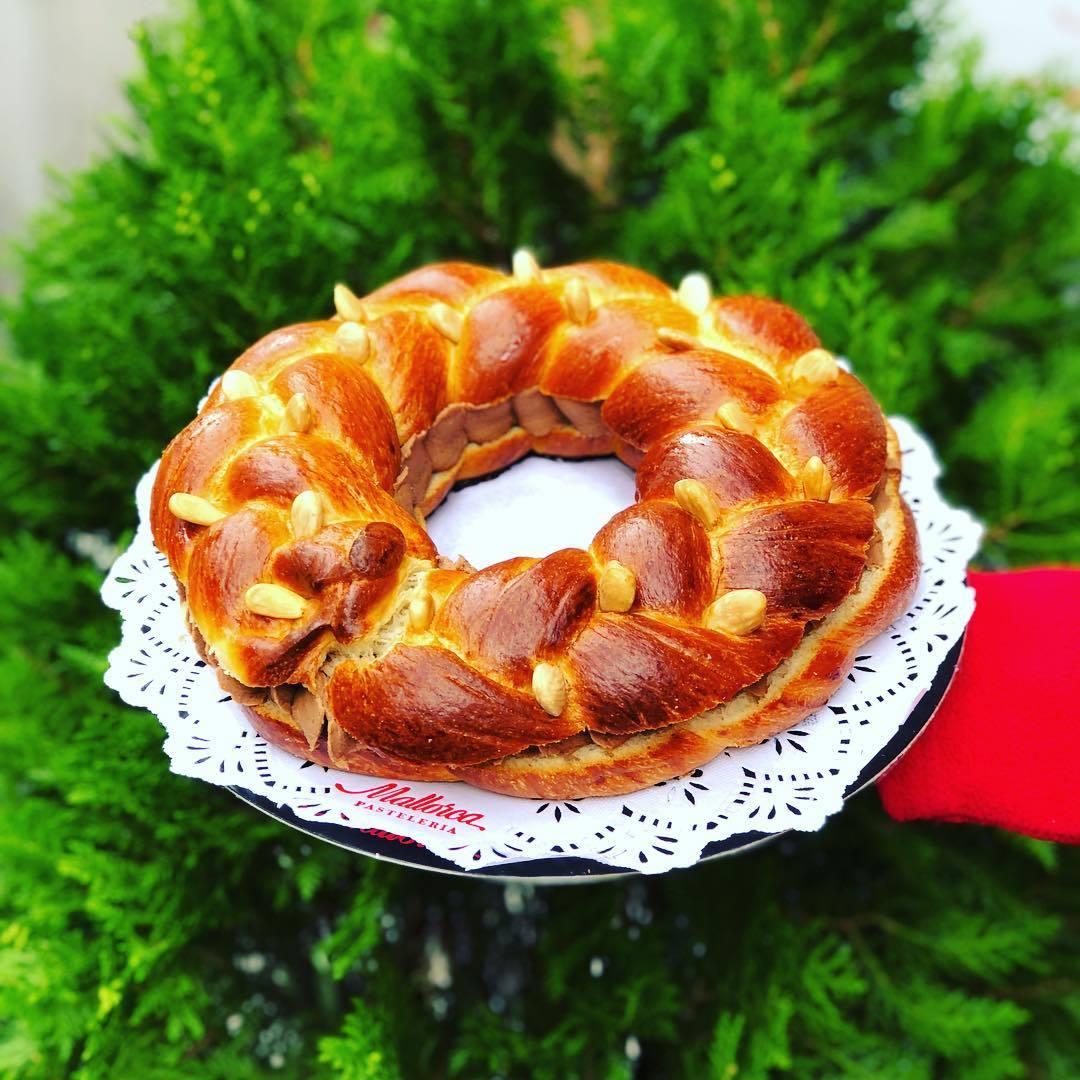 Corona de la Almudena, rellena de trufa, de Pastelería Mallorca.