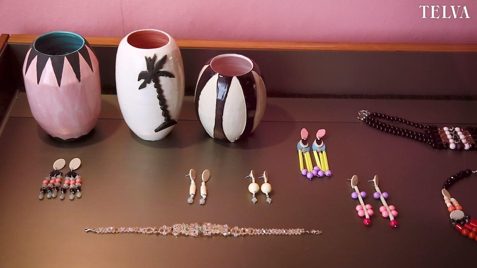 Cerámica, pendientes, pulseras y brazaletes de la colección de Lydia...