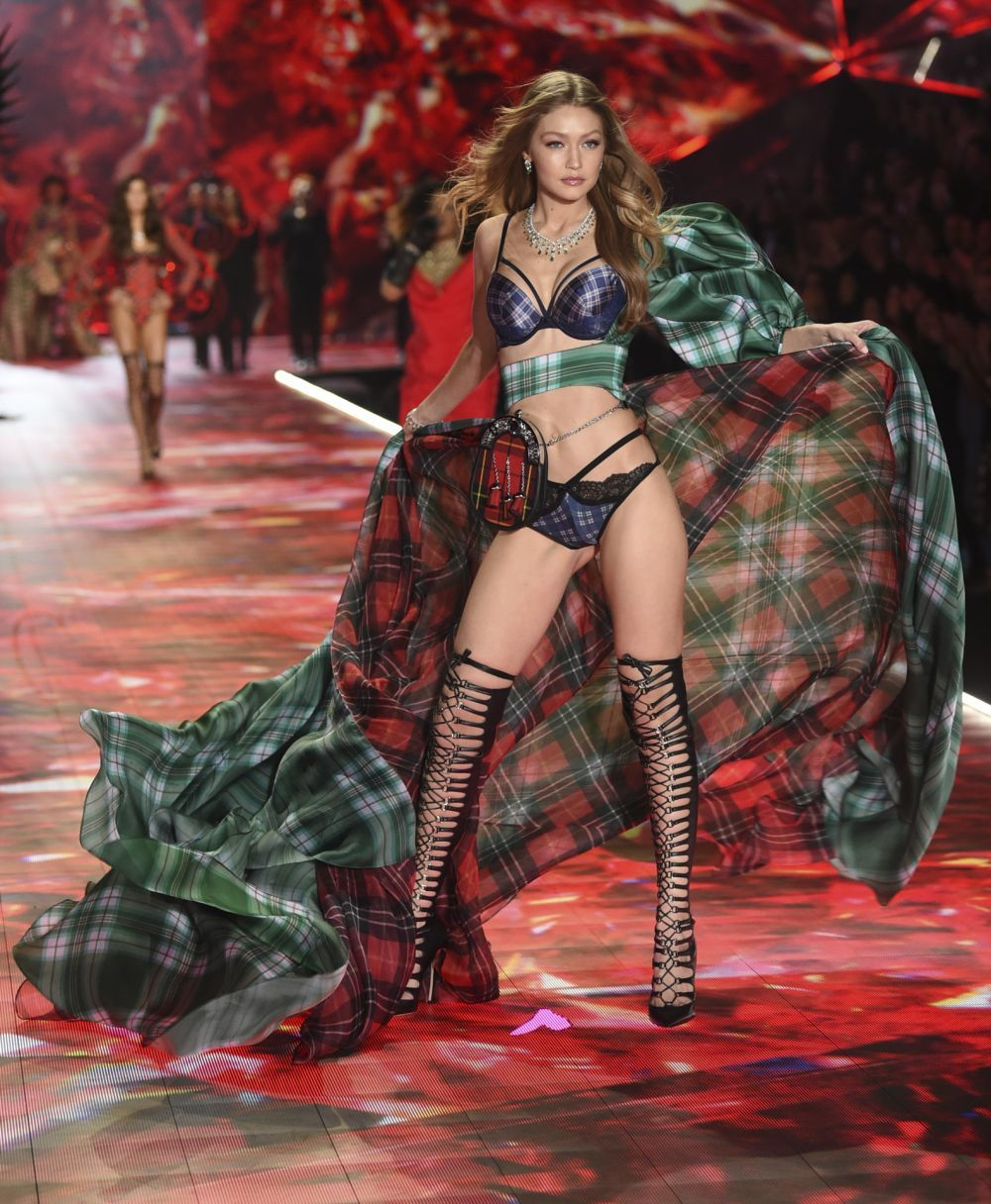 Gigi Hadid volvió a desfilar para Victoria's Secret después de que...