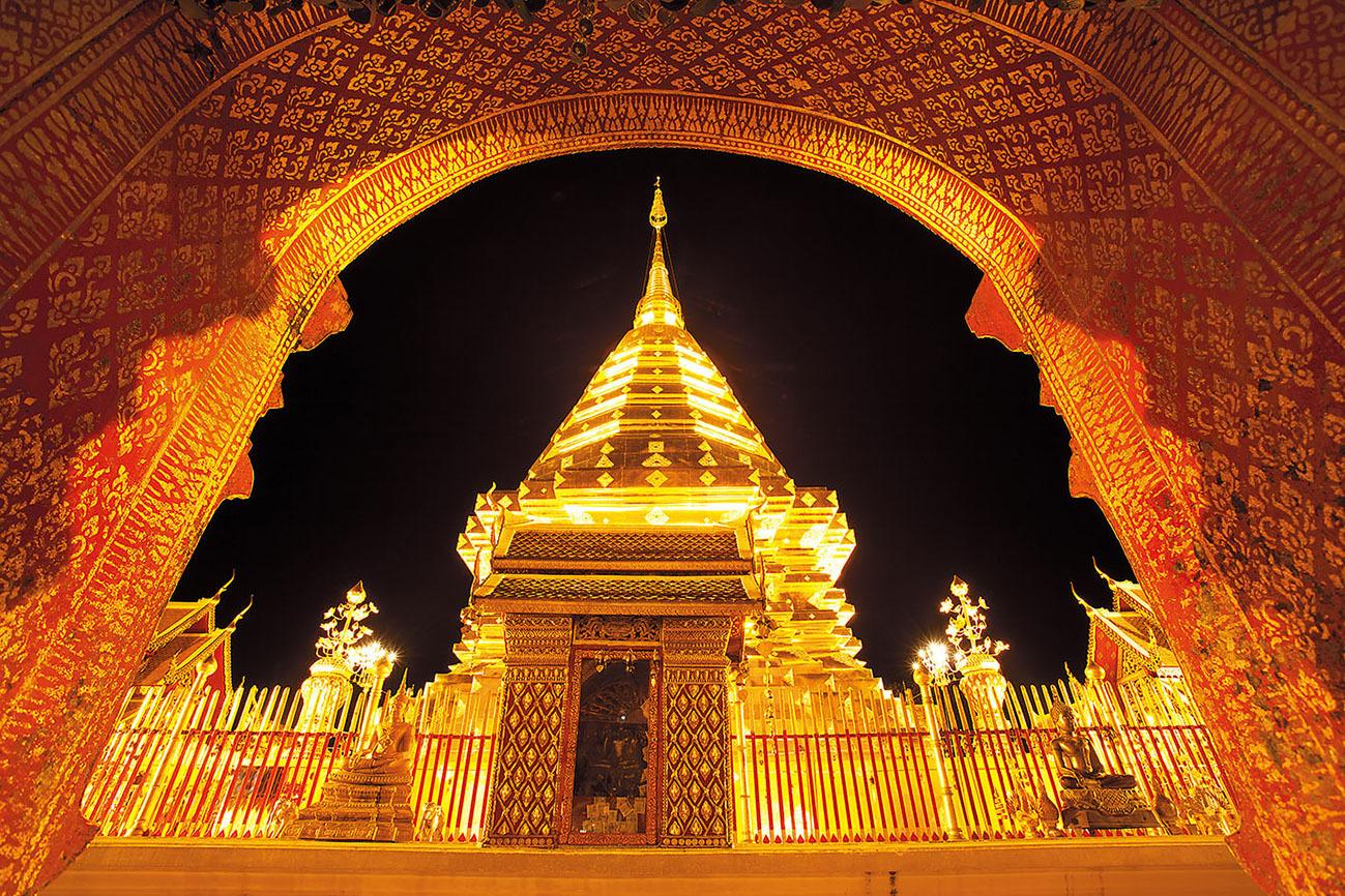 La iluminación de Wat Phra That Doi Suthep bien merece una visita...