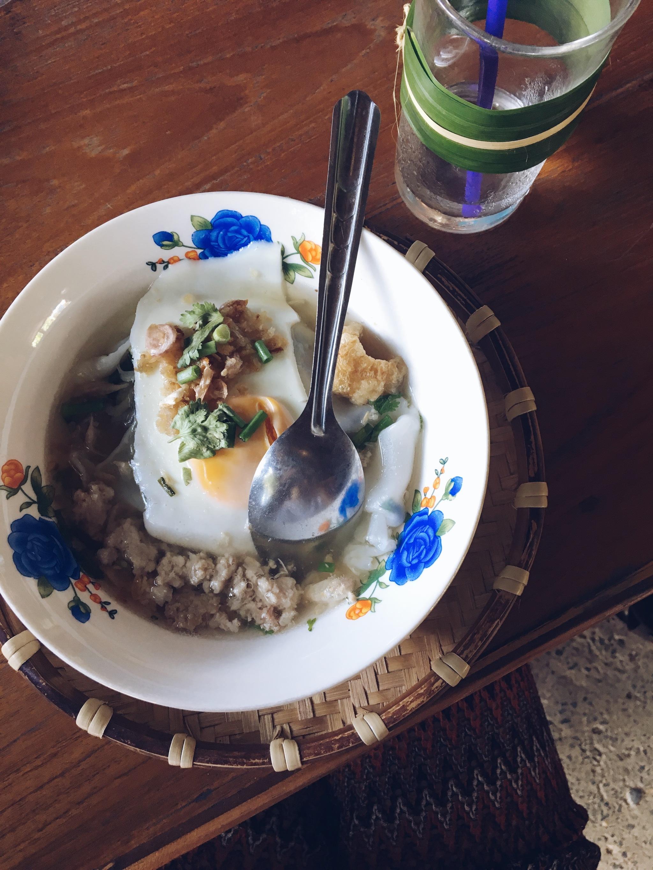 En restaurantes o puestos callejeros, cada comida en Tailandia es toda...