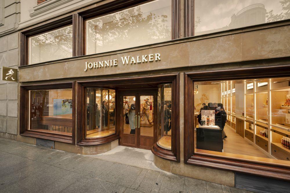 Fachada de la nueva tienda de Johnnie Walker en Madrid.