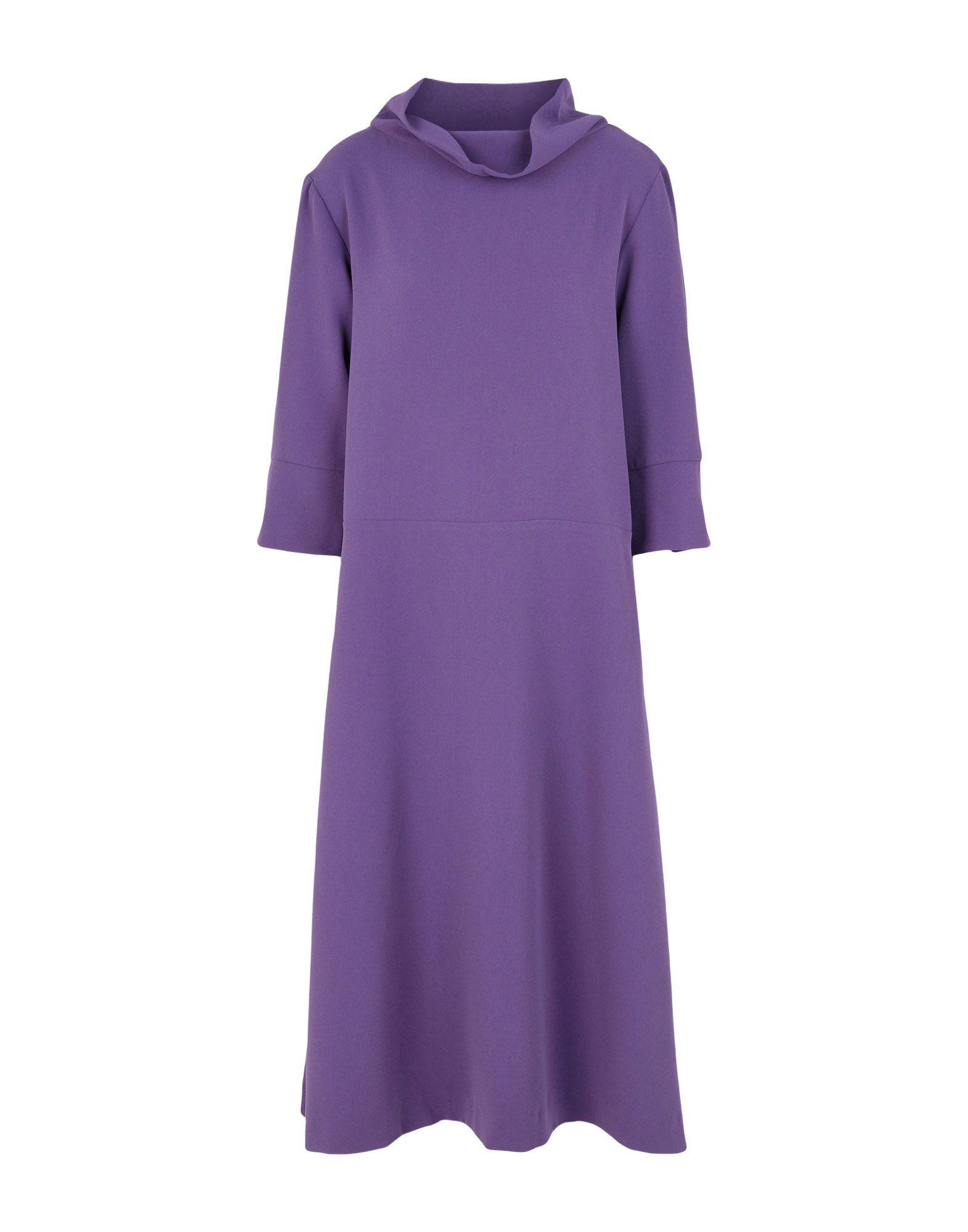 Vestido en violeta con cuello alto, de 5Preview en Yoox (105 euros).