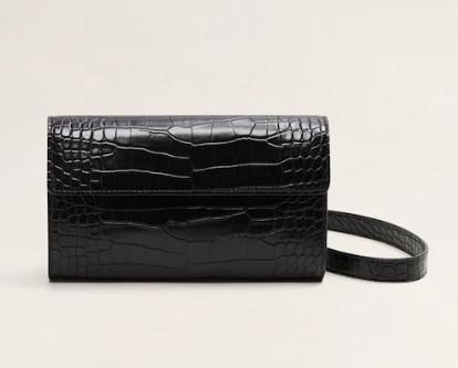 Clutch efecto piel de cocodrilo en color negro.