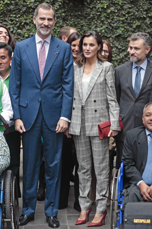 Los reyes durante un encuentro en su viaje a Perú.