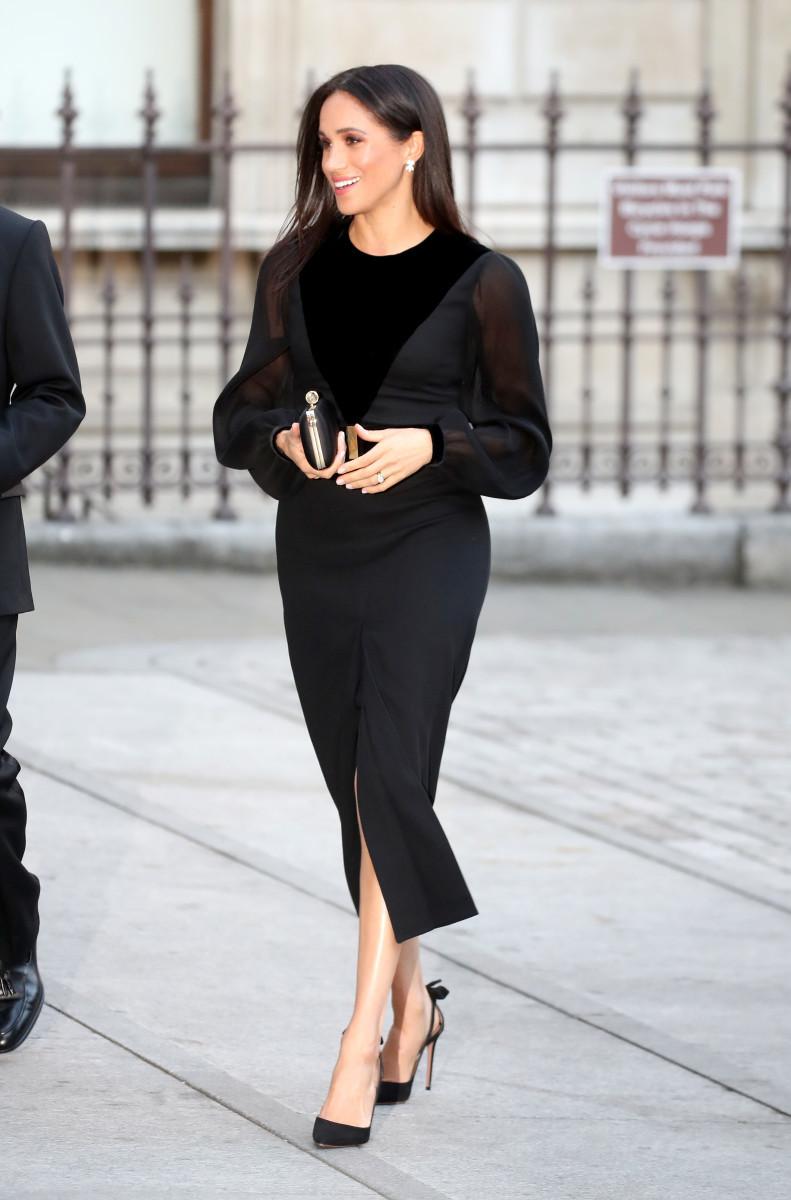 Meghan Markle con un diseño negro de Givenchy.