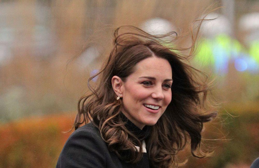 Kate Middleton con su melena al viento y sin controlar.