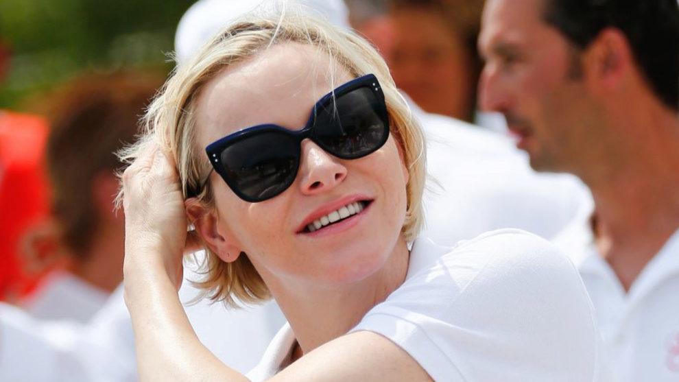 Charlene de Mónaco tiene el pelo fino y corto y a veces, es difícil...