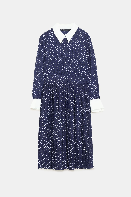 Vestido de lunares de Zara (39,95 euros).