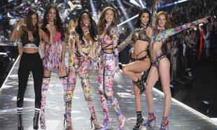 Durante el desfile de Victoria's Secret 2018, de derecha a izquierda:...