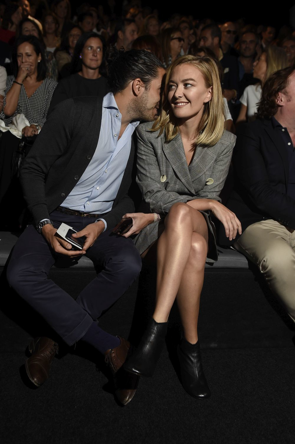 Vestida de Zara en el front row de la Madrid Fashion Week junto a su...
