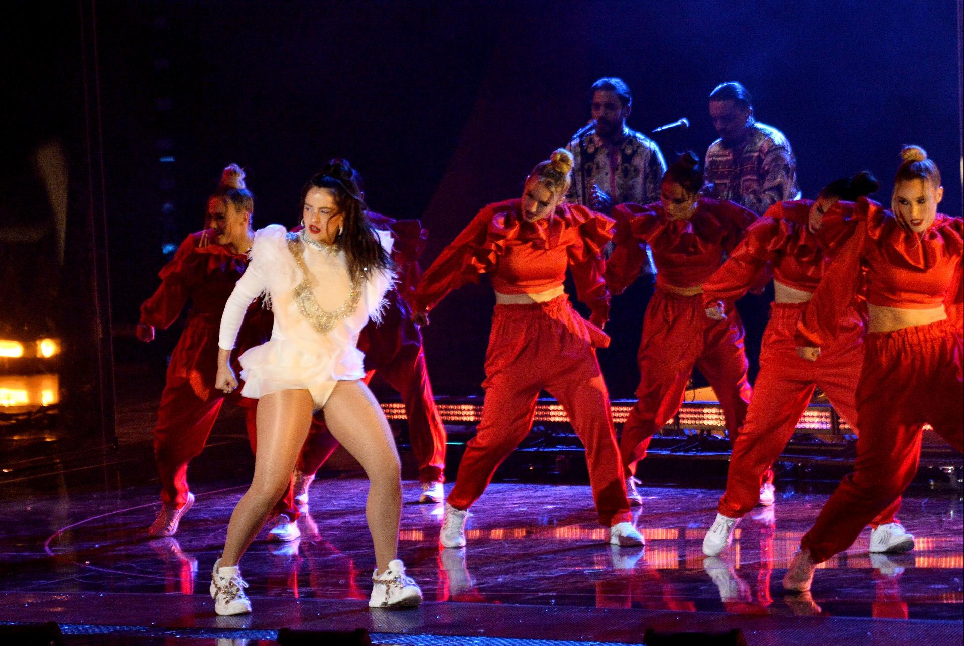 Rosalía en su interpretación de Malamente en los Grammy Latinos...