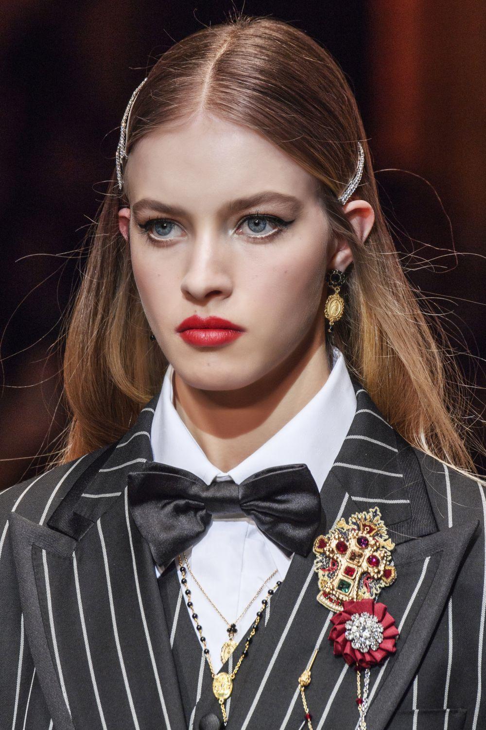 Pasadores con strass en el desfile de Dolce & Gabbana otoño invierno...