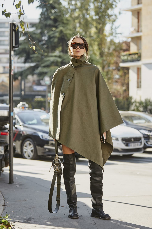 Une botas altas con capa para un look perfecto.