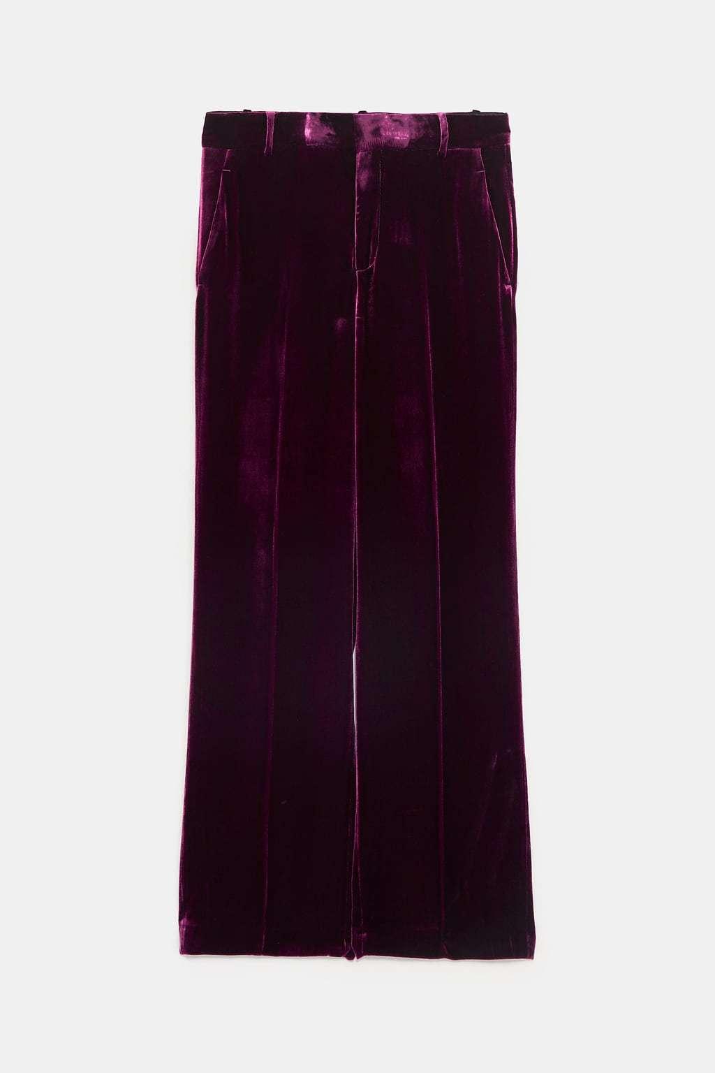 Pantalón pata ancha en tercio pelo morado, de Zara (49,95 euros):