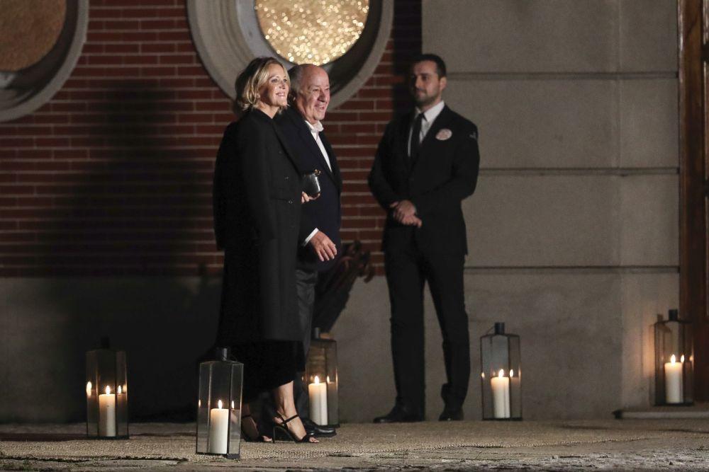 Amancio Ortega y Flora Pérez, padres de la novia, a su llegada a la...