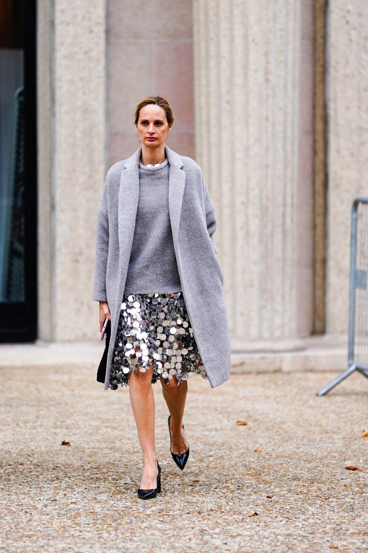 Lauren Santo Domingo con falda de lentejuelas y jersey de lana.