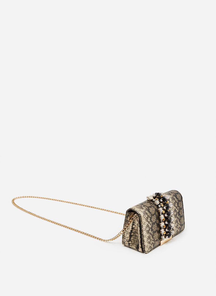 Bolso de animal print con piedras.